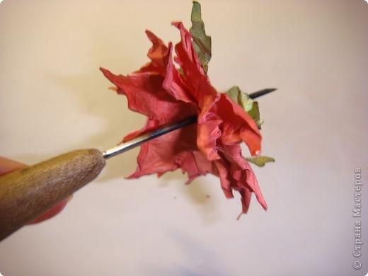 """Я обещала МК цветочка. Такого, как на этой открытке: http://stranamasterov.ru/node/229115 Выполняю обещание. Для изготовления этого цветка нам понадобятся следующие материалы: бумага двух цветов - для цветочка и листика ( сейчас у меня бумага собственного изготовления, а на открытке - акварельная), шнурочек и гуашь для тычинок, вода (в стаканчике или в спрее), прищепки (можно заменить скрепками), ножницы, клей. Еще забыла сфотографировать пинцет и лак бесцветный для ногтей """"Быстрая сушка"""".  фото 10"""