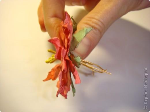 """Я обещала МК цветочка. Такого, как на этой открытке: http://stranamasterov.ru/node/229115 Выполняю обещание. Для изготовления этого цветка нам понадобятся следующие материалы: бумага двух цветов - для цветочка и листика ( сейчас у меня бумага собственного изготовления, а на открытке - акварельная), шнурочек и гуашь для тычинок, вода (в стаканчике или в спрее), прищепки (можно заменить скрепками), ножницы, клей. Еще забыла сфотографировать пинцет и лак бесцветный для ногтей """"Быстрая сушка"""".  фото 12"""