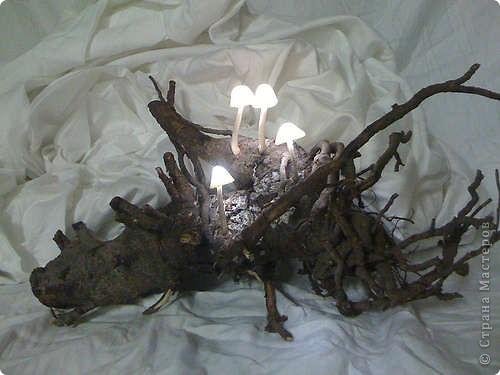 Этот ночник выглядит так, словно вы принесли его из волшебного леса, и теперь он освещает ваши сны. Его можно сделать своими руками. фото 2