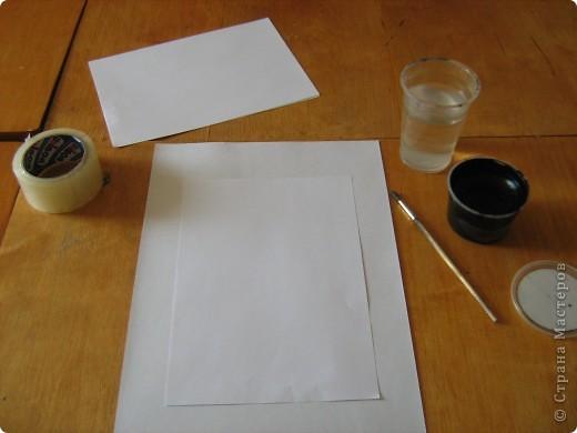 Очень часто для изготовления интересных работ необходима бумага такого цвета, какого не смогли найти в магазине.  1.Берем лист бумаги А4, красим черным цветом – гуашь.   фото 2