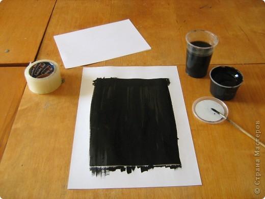 Очень часто для изготовления интересных работ необходима бумага такого цвета, какого не смогли найти в магазине.  1.Берем лист бумаги А4, красим черным цветом – гуашь.   фото 5
