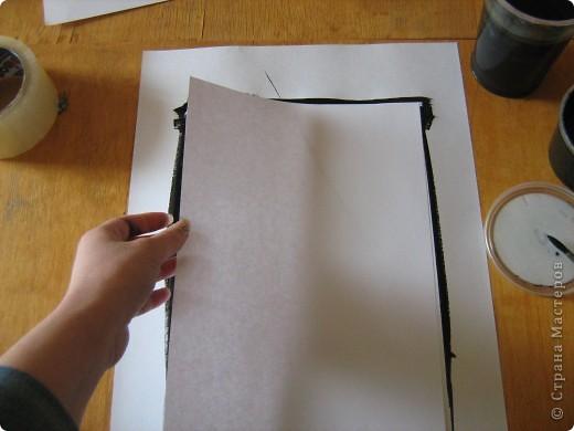 Очень часто для изготовления интересных работ необходима бумага такого цвета, какого не смогли найти в магазине.  1.Берем лист бумаги А4, красим черным цветом – гуашь.   фото 7