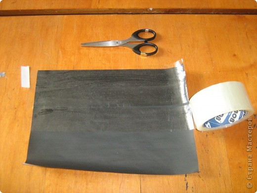 Очень часто для изготовления интересных работ необходима бумага такого цвета, какого не смогли найти в магазине.  1.Берем лист бумаги А4, красим черным цветом – гуашь.   фото 11