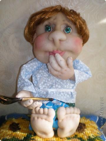 Это Груня, когда шила ее, сказала в сердцах, что груша какая то выходит. Так она и назвалась Груша. И как же ей не дать фруктов? Сплела корзинку и сшила, покрасила-раскрасила грушу с яблоком. фото 6