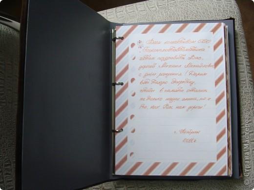 обложку сделала из картона и обшила бархатной тканью, а потом приклеила к пластиковой папке фото 2