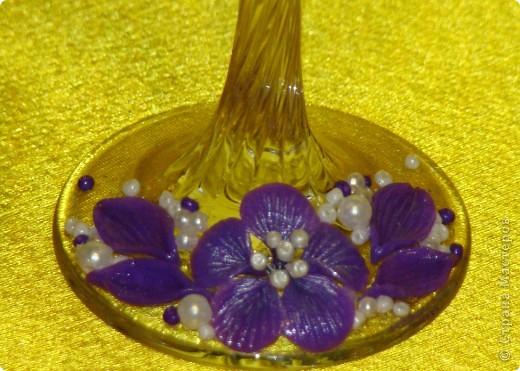 Фиолетовые цветочки и бабочка украсили мои новые бокальчики. фото 4