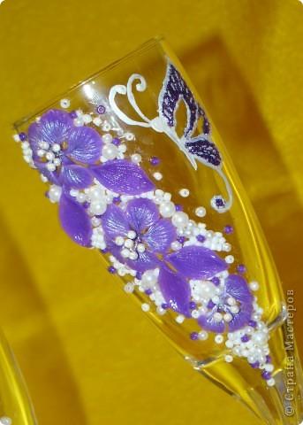 Фиолетовые цветочки и бабочка украсили мои новые бокальчики. фото 5