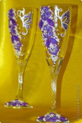 Фиолетовые цветочки и бабочка украсили мои новые бокальчики. фото 6