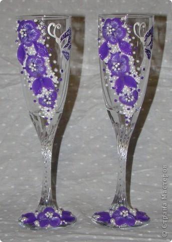 Фиолетовые цветочки и бабочка украсили мои новые бокальчики. фото 7