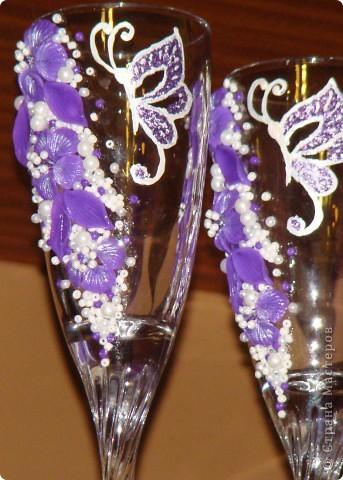 Фиолетовые цветочки и бабочка украсили мои новые бокальчики. фото 8