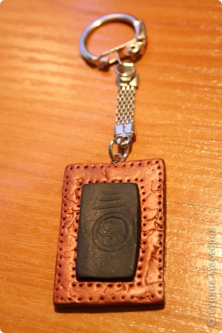 Кожаный брелок из полимерной глины  фото 2