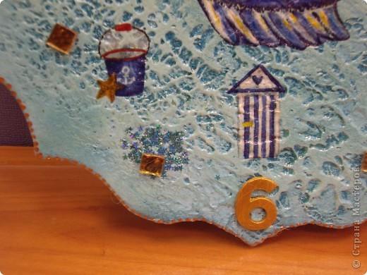 Вот сделала дочкам подруг часики типа к 1 сентября... Одни - повторение Феечек, а вторые почти под заказ  - на даче занавески из Икеи с морской темой и с крабиками фото 3
