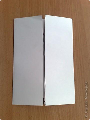 берем лист а4 скаладываем к центру две половины по ширине, фото 1