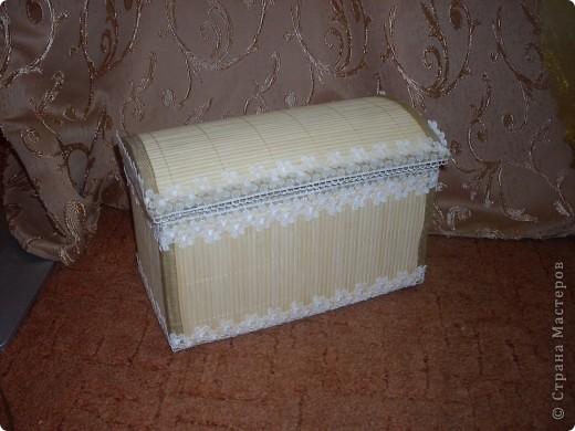 Вот такая получилась шкатулочка.Использовала картон обклеила салфетками ну а сверху для нежности кружево. фото 1