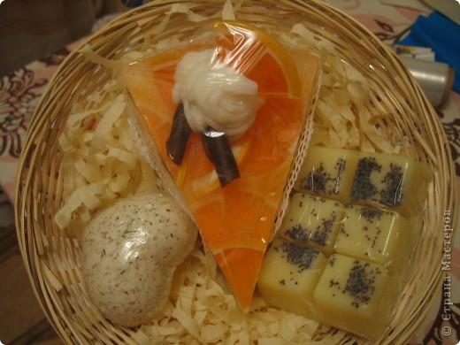 Массажная плитка с маком и ванилькой, бомбочка бейлиз-персик, тортик-мыло апельсин, ваниль, корица фото 1