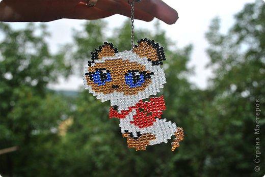 Бисероплетение - брелок котенок по имени гав из бисера.