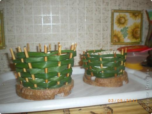 Корзиночки из соленой соломки и лука )))