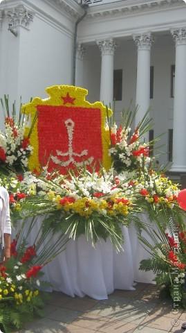 Герб Одессы из цветов фото 1