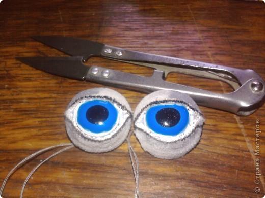 Вот такие глазки я сделала при помощи витражных красок прилипал,незнаю может быть и до меня так же делал, фото 1