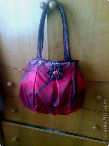 Старый зонтик провратился в новую сумку. Сшила по материалам сайта Мадам Жадины.