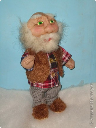 Дед Егор В тёпленькой рубашечке,но желетку и тёплые тапочки не забыл надеть  фото 1