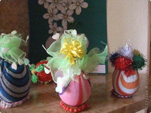 Эти работы делали весной к Пасхе. Деревянное яйцо обтянуто детским носочком и укращено ленточками и бусинами фото 1