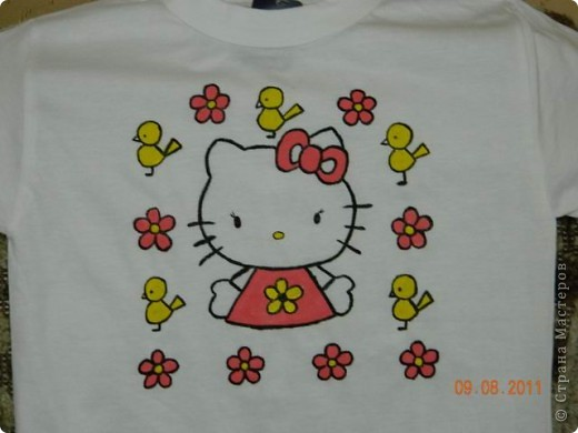 Рисовать на футболке оказалось увлекательным занятием. фото 1