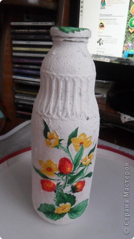 бутылка из под молока, зашпатлевала шпатлевкой, прочпокала золотой патиной, и любимый декупаж фрагментом салфетки с розой фото 3