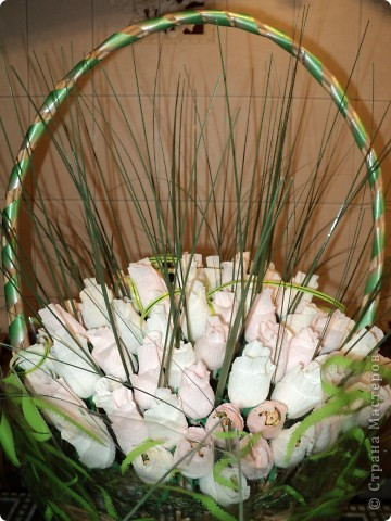 Моя первая работа в технике свит-дизайн. Очень понравилось делать розы. Теперь хочу попробовать другие букеты с другими цветами. фото 5