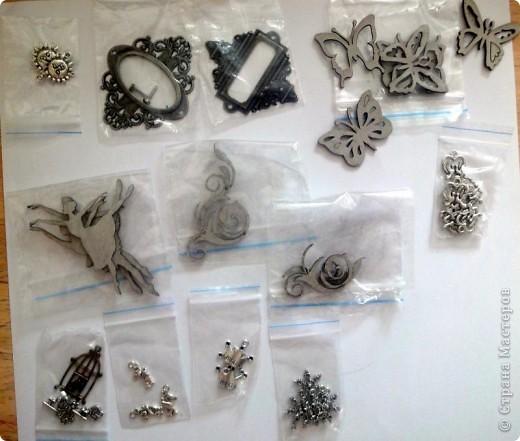 С начала лета начала заказывать себе материал для скрапбукинга. Вот сегодня пришла последняя посылка и я решила ... похвастаться)))  Цветочки,  цветочный микс, брадс, чипборд, двухстороний скотч, пуговички, бусины на леске фото 11