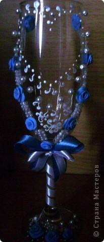 Уж очень цвет голубой пластики понравился. Решила посмотреть, что получится. И кусочек голубой ленточки нашёлся. фото 2
