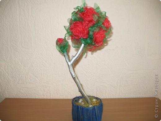 На такое деревце из органзы конечно же меня вдохновила своими прекрасными работами svet71, а за МК роза из ткани СПАСИБО Колериночка http://stranamasterov.ru/node/182273?c=favorite фото 2