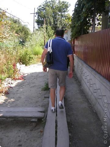 Отдыхая в Одессе в августе этого года, мне довелось посетить несколько интересных мест. Одним их них стало Вилково – так называемая «Украинская Венеция», последний населенный пункт на побережье Дуная перед его впадением в Черное море. Вилково вызвало у меня довольно-таки противоречивые чувства. Ничего подобного увидеть я не ожидала. фото 3
