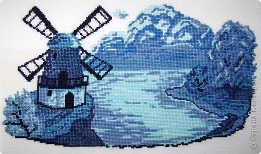 Мельница в голубых тонах