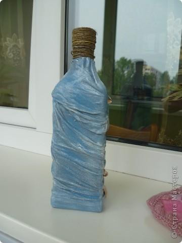 Взяла для пробы пустую бутылку. Сразу замахнулась на обратный декупаж и драпировку.  фото 2
