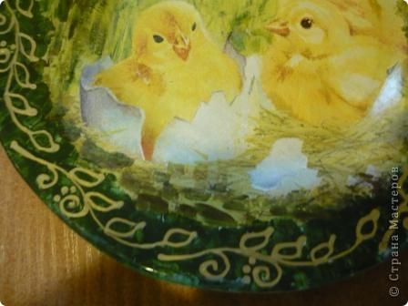 Для своей внучки Ксюшеньки (ей 1,5 годика) решила сделать такие тарелочки. Это обратный декупаж. Рабочая поверхность чистая, стеклянная. С них можно кушать Обратная сторона залакирована матовым акриловым лаком. Спасибо девочкам. Салфеточки получила по обмену. фото 2