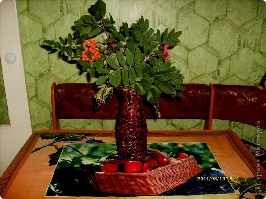 захотелось мне безумно вазу плетеную и именно чтобы поставить рябиновые веточки :) , желание исполнилось :)  фото 1