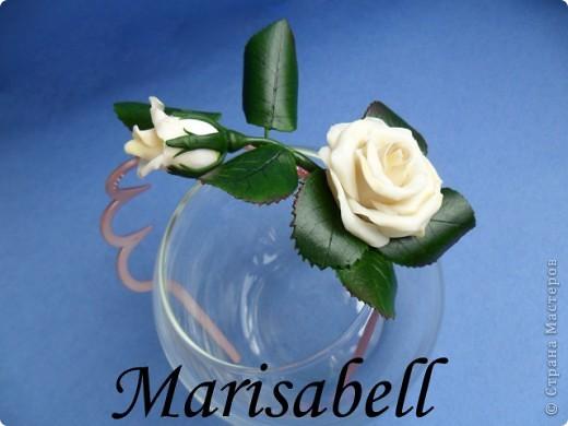 """Веточка розы цвета """"слоновая кость"""" с бутончиком и листьями. фото 1"""