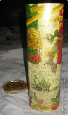 Давно хотелось сделать спагеттницу, увидела еще у Bukfa.  Взяла у мамы две упаковки из-под виски - сделать на пробу. Первый опыт предназначен для свекрови. Ездили к ней 2-ого сентября на ДР, и я торжественно приподнесла свой хенд-мейд :)  фото 2