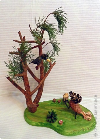 """Гуляя вместе с сыном по лесу в поисках необходимого природного материала для поделки на школьный конкурс """"Природа и фантазия"""", нашли сучок от спиленной сосны. Так, сама собой родилась идея нашей поделки. фото 1"""