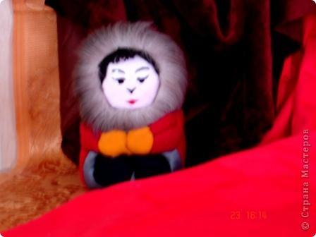 """Все дети любят игрушки, причём самые разные. Почему бы не подарить им их, а если они их сделают своими руками, то подарок будет вдвойне дороже. Сегодня я представляю объёмые модели в технике - инкрустация по пенопласту. МК можно посмотреть здесь - http://kugotova.ucoz.ru/blog/izgotovlenie_igrushki_metodom_inkrustacii/2011-08-16-7  """"Клоун с собачкой"""" (повторюшка) фото 7"""