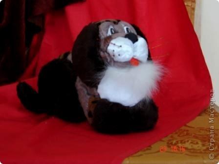 """Все дети любят игрушки, причём самые разные. Почему бы не подарить им их, а если они их сделают своими руками, то подарок будет вдвойне дороже. Сегодня я представляю объёмые модели в технике - инкрустация по пенопласту. МК можно посмотреть здесь - http://kugotova.ucoz.ru/blog/izgotovlenie_igrushki_metodom_inkrustacii/2011-08-16-7  """"Клоун с собачкой"""" (повторюшка) фото 8"""