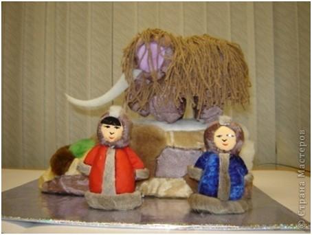 """Все дети любят игрушки, причём самые разные. Почему бы не подарить им их, а если они их сделают своими руками, то подарок будет вдвойне дороже. Сегодня я представляю объёмые модели в технике - инкрустация по пенопласту. МК можно посмотреть здесь - http://kugotova.ucoz.ru/blog/izgotovlenie_igrushki_metodom_inkrustacii/2011-08-16-7  """"Клоун с собачкой"""" (повторюшка) фото 5"""