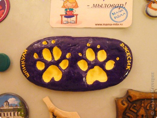 Вот такой магнитик теперь висит у меня на холодильнике! Это от моих домашних зверюшек, кота и пса.  фото 1
