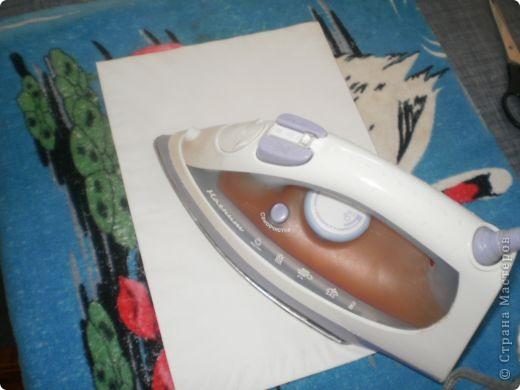 Берем последний слой салфетки и проглаживаем его утюгом. фото 3