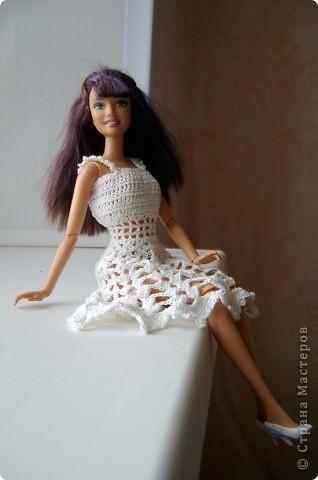 Дочка попросила для новой куколки сделать наряды. Шить я не умею, пришлось браться за крючок... фото 2