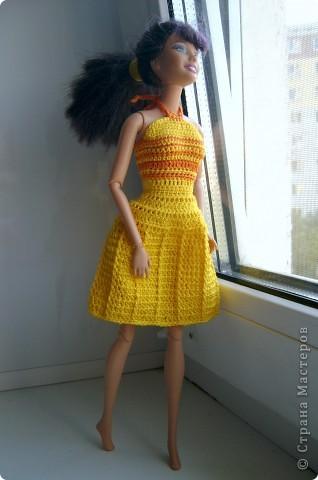 Дочка попросила для новой куколки сделать наряды. Шить я не умею, пришлось браться за крючок... фото 5