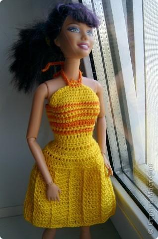 Дочка попросила для новой куколки сделать наряды. Шить я не умею, пришлось браться за крючок... фото 6