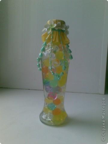 Для того, чтобы сделать такую бутылочку никакого мастерства, конечно, не нужно, но она мне так понравилась, такая веселенькая получилась, что я решила ее все-таки показать)))) Во всех ракурсах))) фото 1