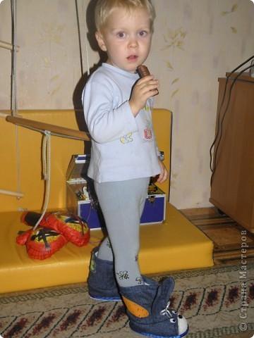 Вот мои новые топотушки-валеночки. Это делала на заказ для трехлетнего мальчугана. Очень надеюсь, что понравятся. фото 6